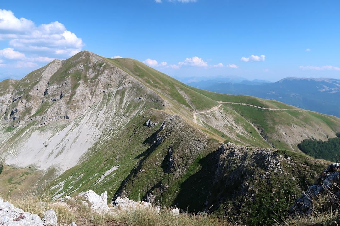岩登り青い山並みのただ中にテルミニッロ山_f0234936_00124018.jpg