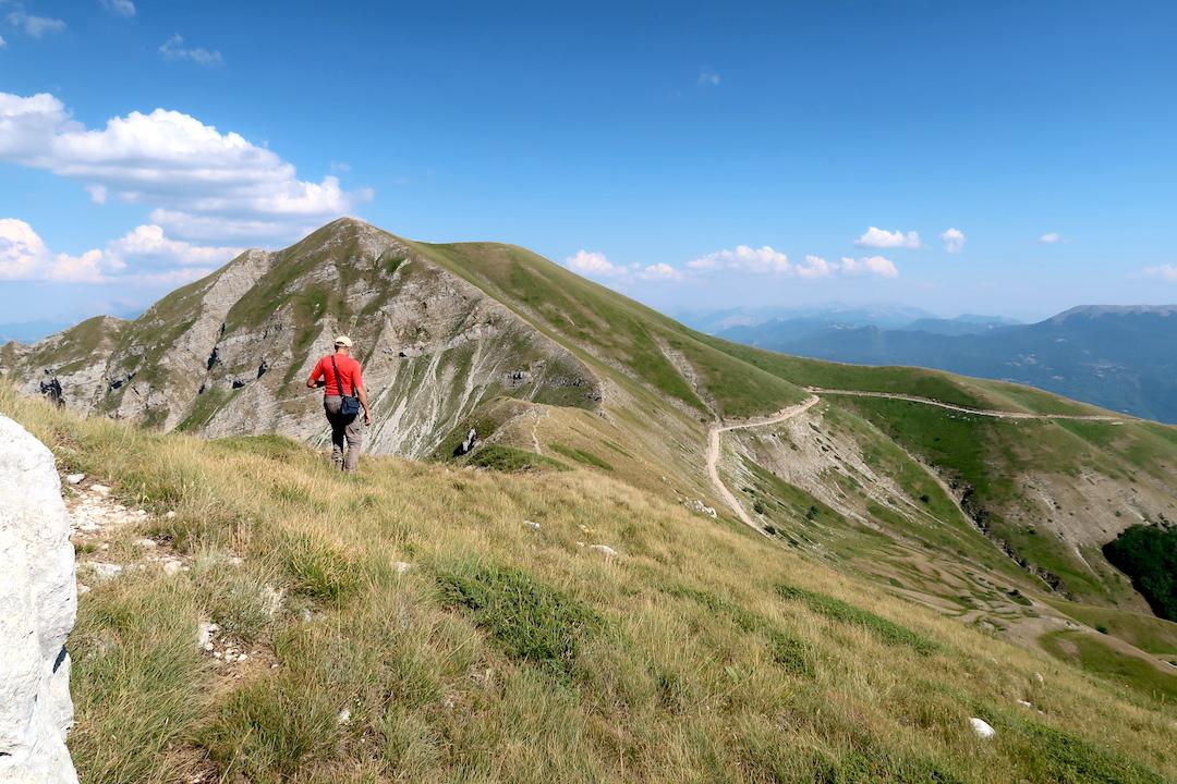 岩登り青い山並みのただ中にテルミニッロ山_f0234936_00192585.jpg