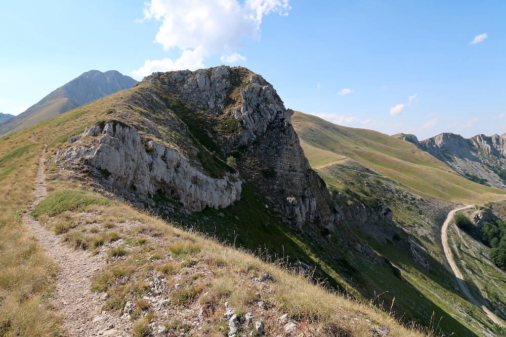 岩登り青い山並みのただ中にテルミニッロ山_f0234936_00223522.jpg