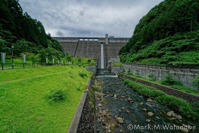 大山ダム_e0135098_08114330.jpg