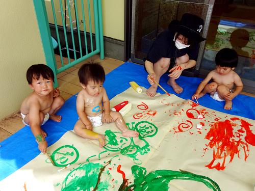 絵具で遊んだよ(すみれ組)_e0108263_13420171.jpg