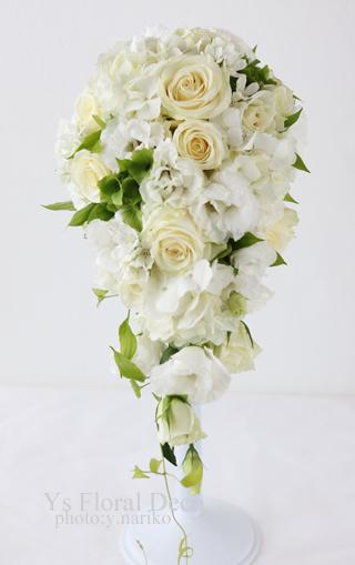 白とグリーンのキャスケードブーケ 綱町三井倶楽部さんへ_b0113510_12514925.jpg