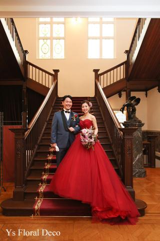 赤いドレスにあわせるボリューミーなクラッチブーケ_b0113510_13165145.jpg