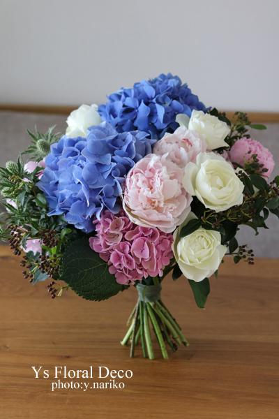 紫陽花と芍薬と薔薇のお祝い花束_b0113510_14565035.jpg