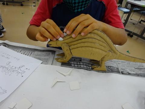 夏休み工作教室2021「段ボール材で恐竜を作ろう」_a0269923_17480249.jpg