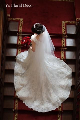 白ドレスにあわせる赤バラのブーケ_b0113510_14582772.jpg