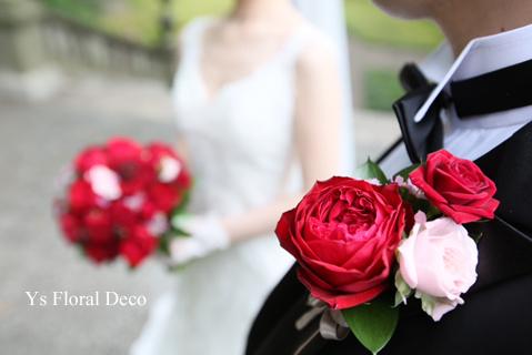 白ドレスにあわせる赤バラのブーケ_b0113510_14584361.jpg