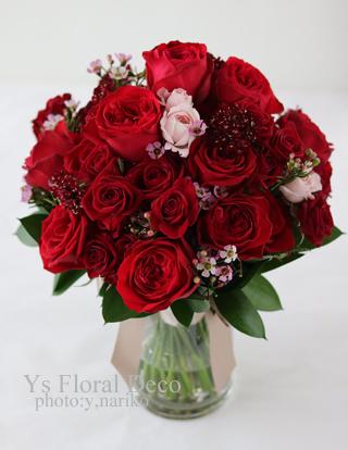 白ドレスにあわせる赤バラのブーケ_b0113510_14585078.jpg