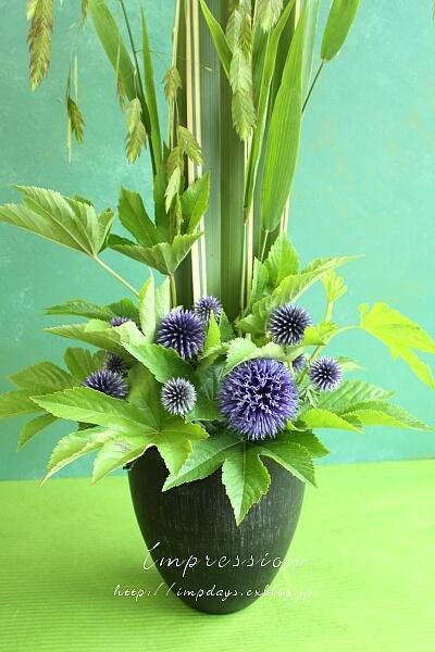 定期装花から:ルリ玉アザミ_a0085317_13292035.jpg