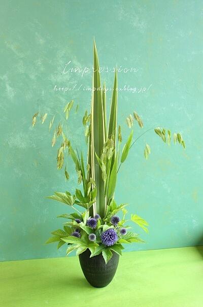 定期装花から:ルリ玉アザミ_a0085317_13293294.jpg