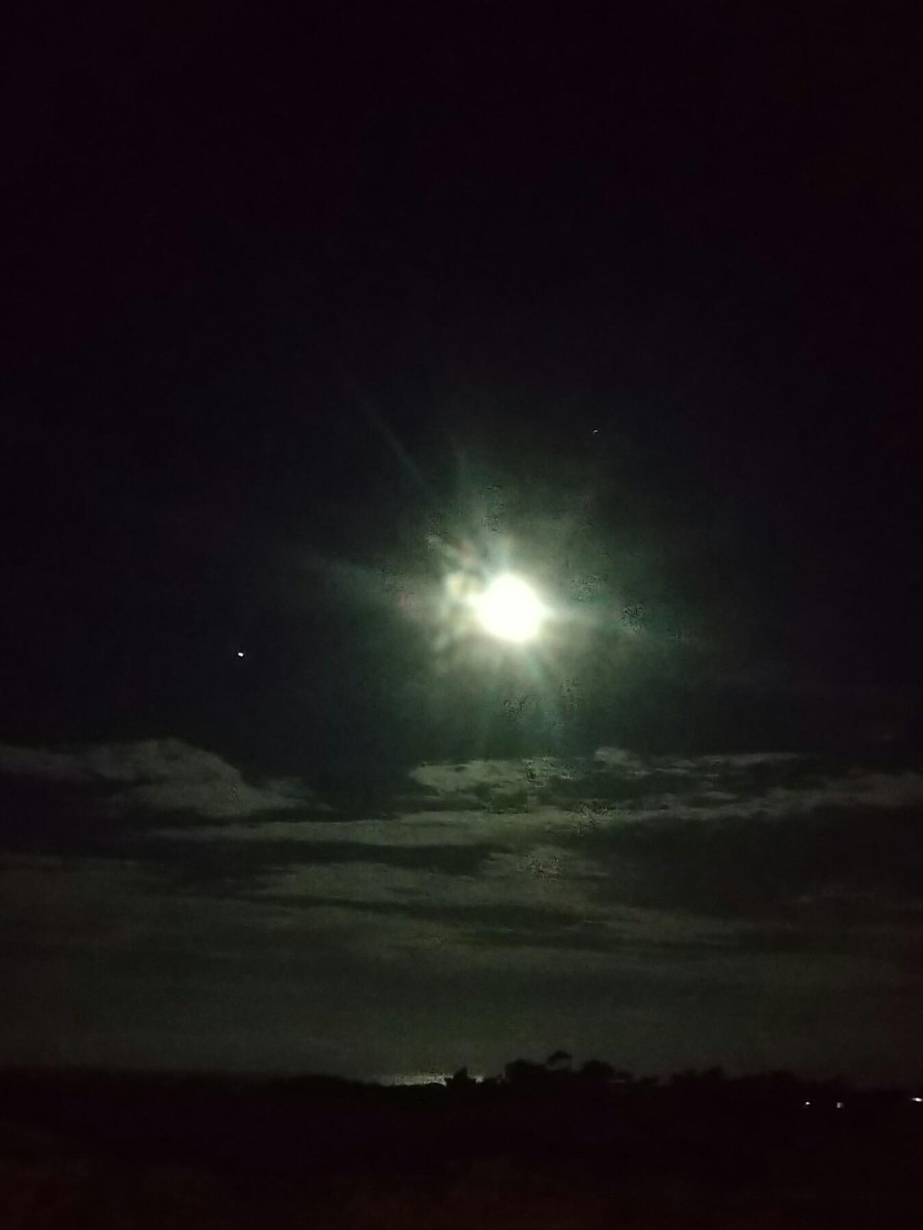 今夜は天体ショーらしい_e0251855_20195068.jpg