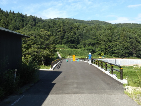 高郷町の地すべり地区~9月末開通へ_b0092858_16265185.jpg