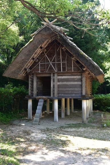 竪穴式住居_e0164563_10262257.jpg