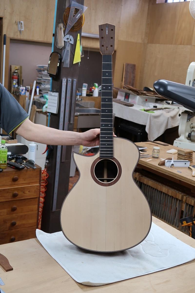 「左利き用のギター」_d0200414_15505986.jpg