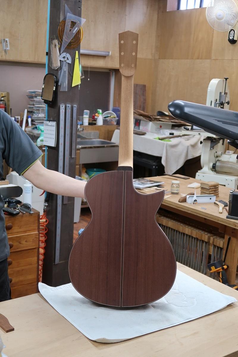 「左利き用のギター」_d0200414_15510642.jpg