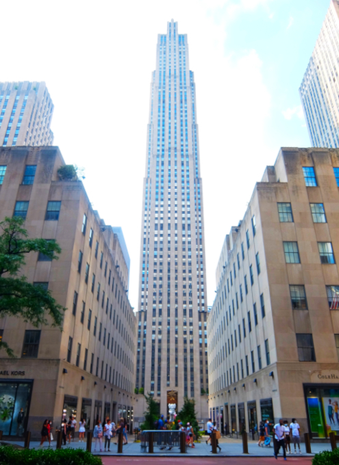 """NYのロックフェラー・センターにKAWSの巨大アート、""""SHARE""""(BFFを持ったCompanionの像)_b0007805_06184843.jpg"""