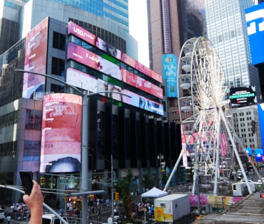 タイムズ・スクエアに高さ約34mの観覧車⁉が登場中_b0007805_06031155.jpg