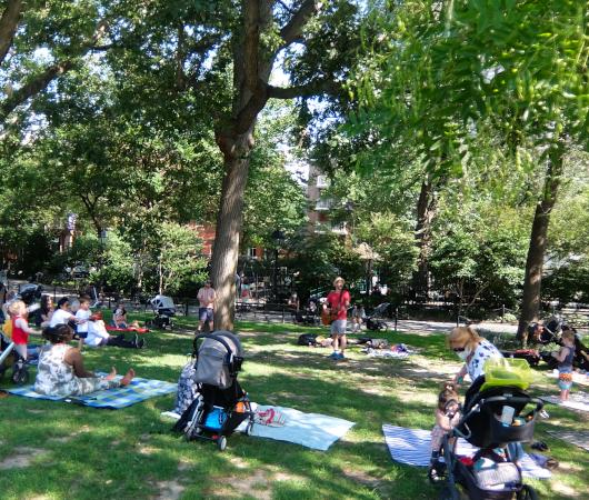 ニューヨークの公園で見かけた『歌のお兄さん』_b0007805_03283642.jpg