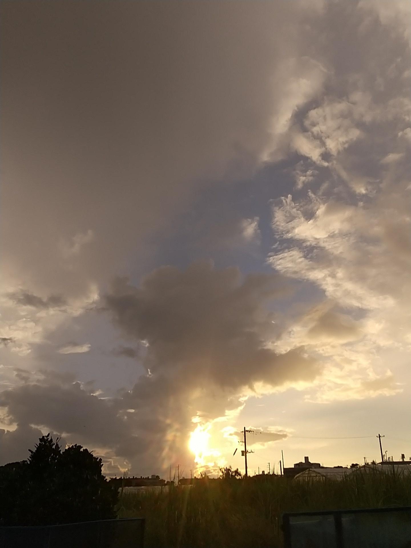 雲。虹。夕陽。夕焼け。_e0251855_19414728.jpg