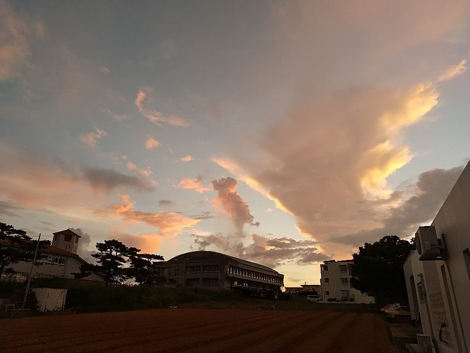 雲。虹。夕陽。夕焼け。_e0251855_19474279.jpg