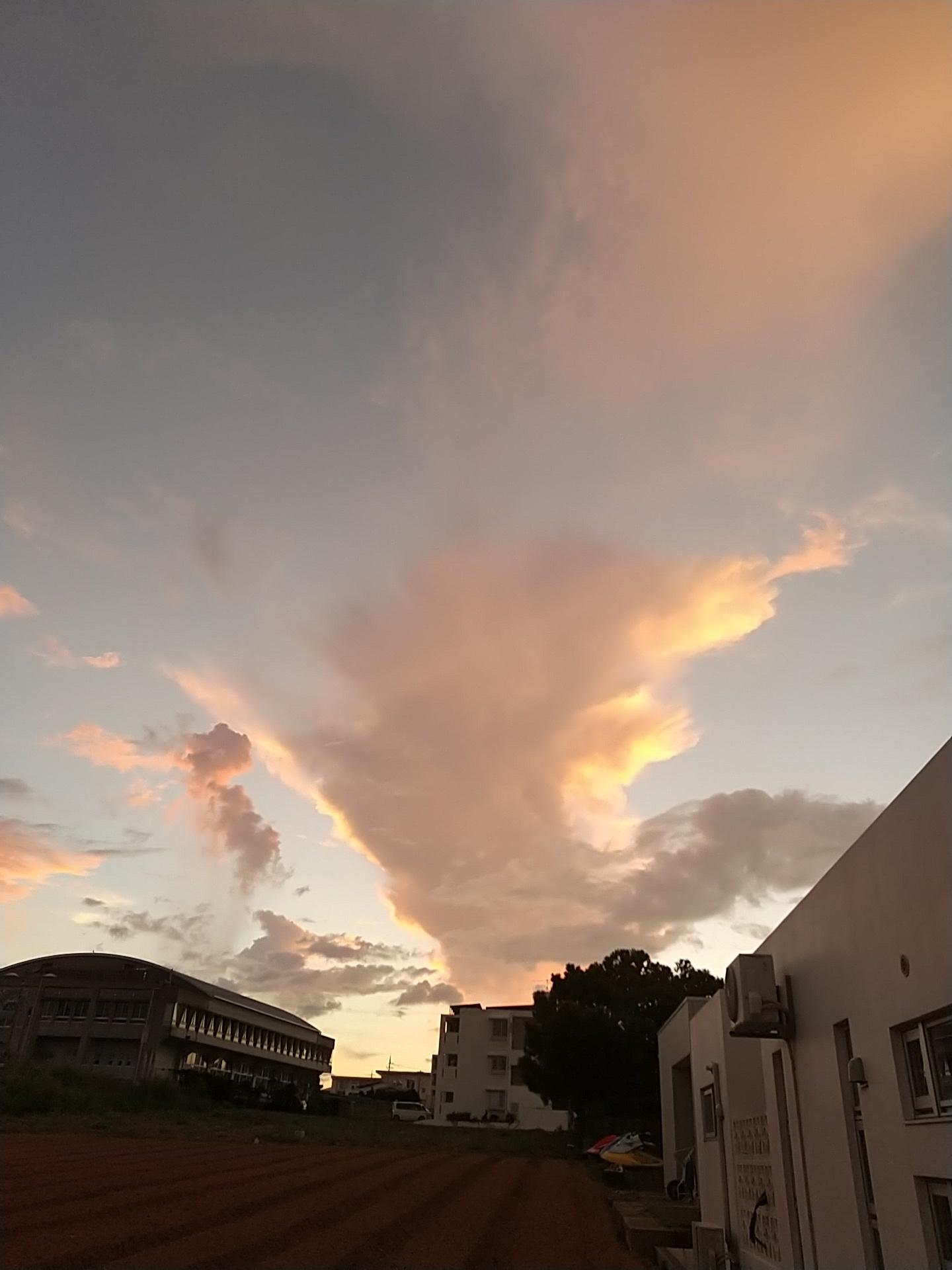 雲。虹。夕陽。夕焼け。_e0251855_19490868.jpg