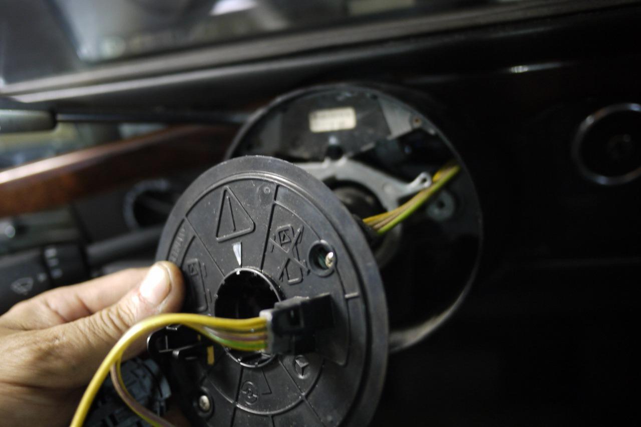 W463 AMG G36 ウインカーレバー交換 そしてあり得ない そして救い_d0171835_16582457.jpg