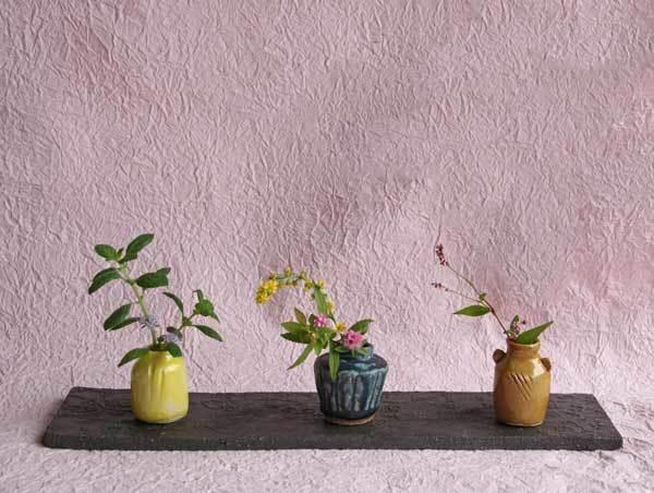 超ミニサイズの花器とミニ鉢と陶器の飾り棚_c0404426_12071496.jpg