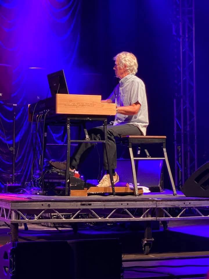 Hugh Banton\'s new organ setup and Peter Hammill\'s stage piano update_b0009391_19142034.jpg
