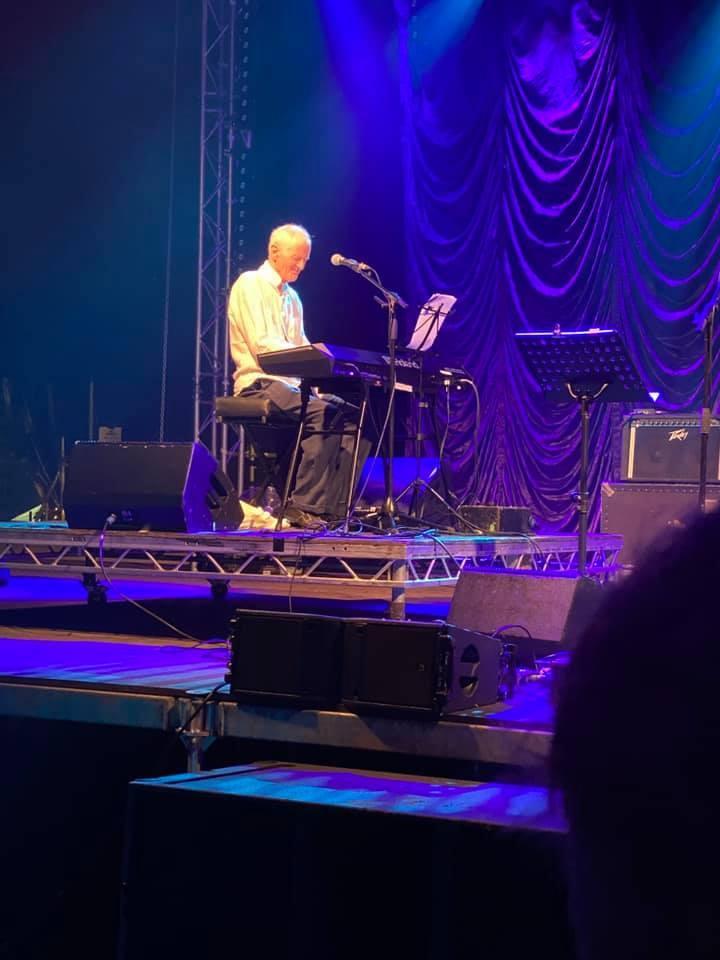 Hugh Banton\'s new organ setup and Peter Hammill\'s stage piano update_b0009391_19144860.jpg