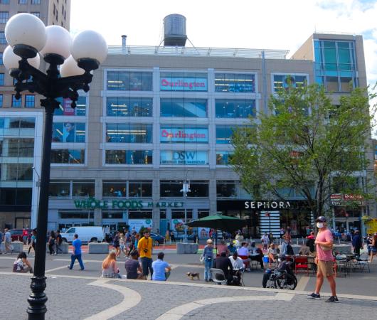 """NYの街角最新トレンド、車道に描かれる巨大アート、14丁目の""""Collective Vision""""_b0007805_03465900.jpg"""