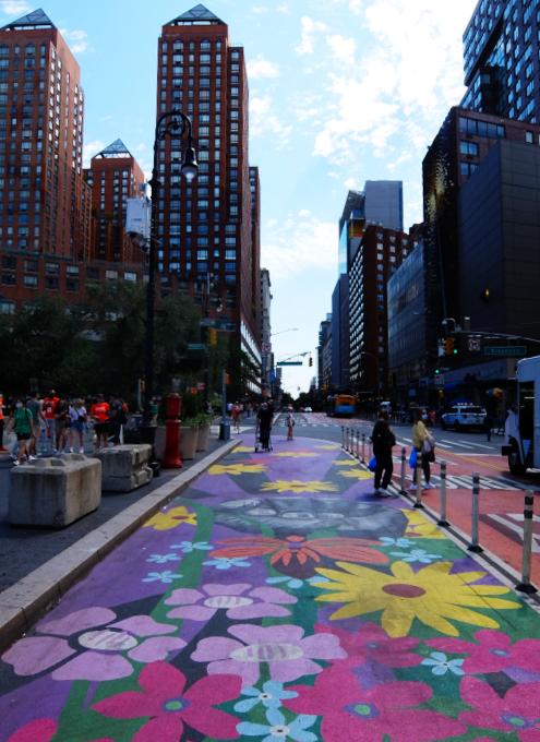 """NYの街角最新トレンド、車道に描かれる巨大アート、14丁目の""""Collective Vision""""_b0007805_03475129.jpg"""