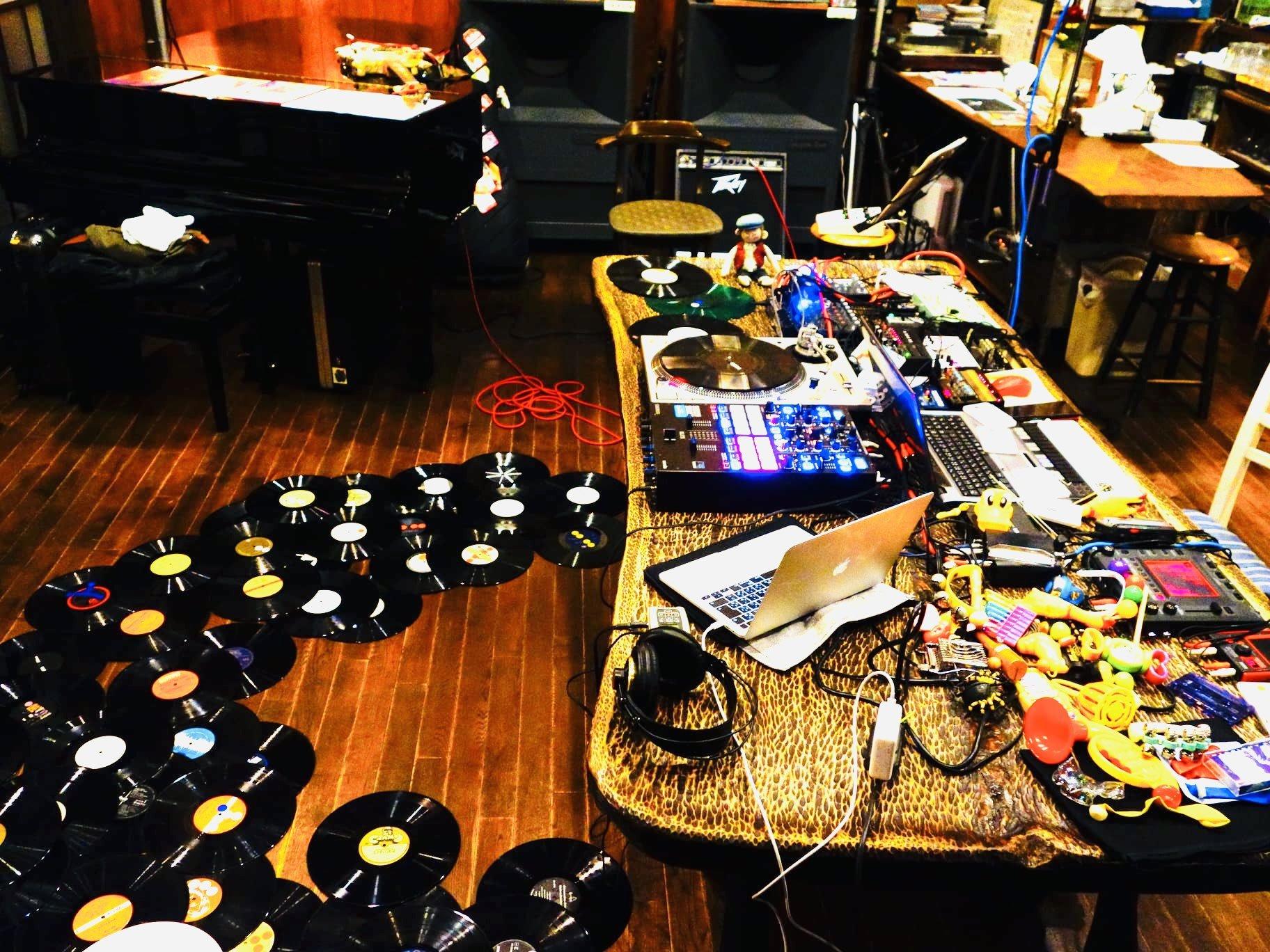"""10/30(土) 『鳴らした場合 at 山猫軒」やります! """"加藤一平(Guitar)、Yuki Kaneko(Electronics、Tape、Toys)、村田直哉(Turntable)""""_e0204744_00231408.jpg"""