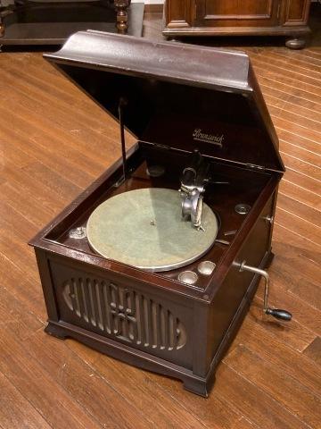 ブランズウィック卓上蓄音機 モデル 105_a0047010_10335325.jpg