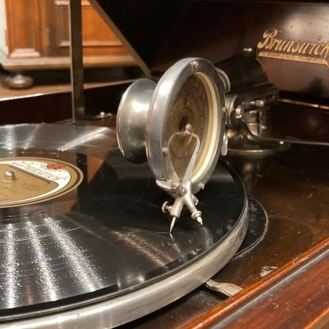 ブランズウィック卓上蓄音機 モデル 105_a0047010_10340648.jpg