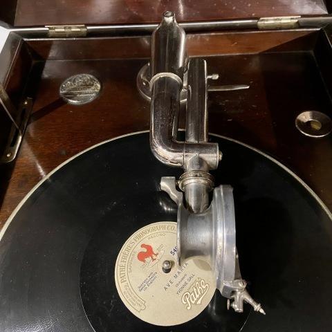 ブランズウィック卓上蓄音機 モデル 105_a0047010_10400608.jpg