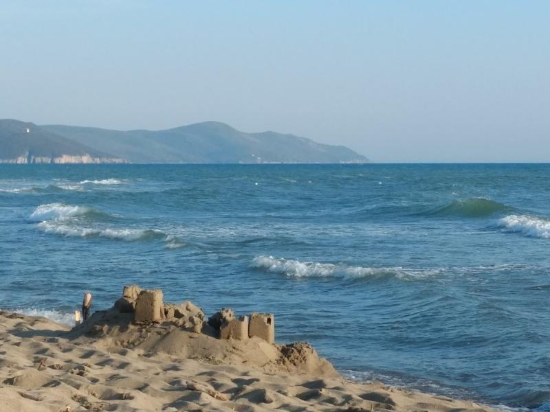 海で泳ぎ夕日を愛でて今日はトレッキング_f0234936_16324407.jpg