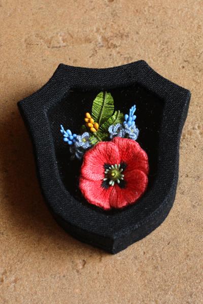 小花の立体刺繍用のカルトナージュの小箱の試作品_e0333647_17125592.jpg