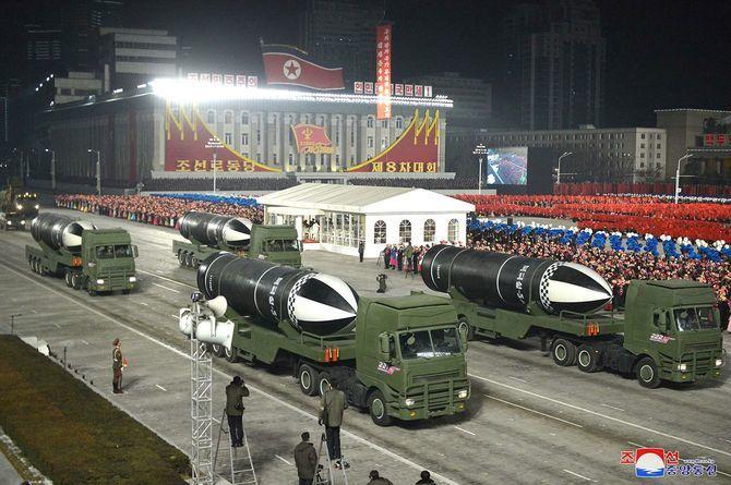 巡航ミサイルと弾道ミサイル_c0052876_22524186.jpg