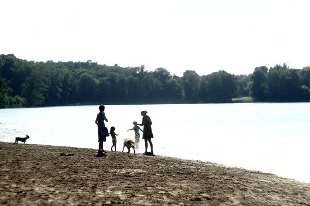 湖畔散歩はブランチ後が良い。_c0180686_05170702.jpeg