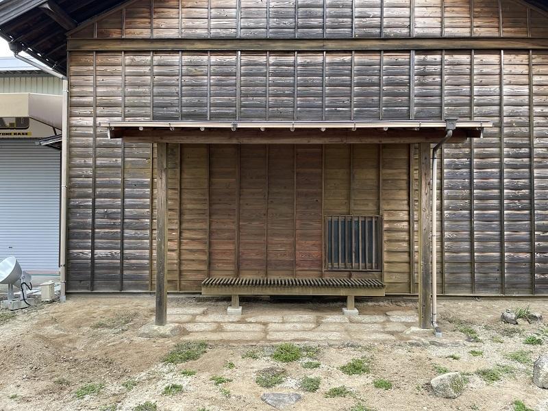深夜のシフォンケーキと望桜荘の瓦_f0076731_19083523.jpg