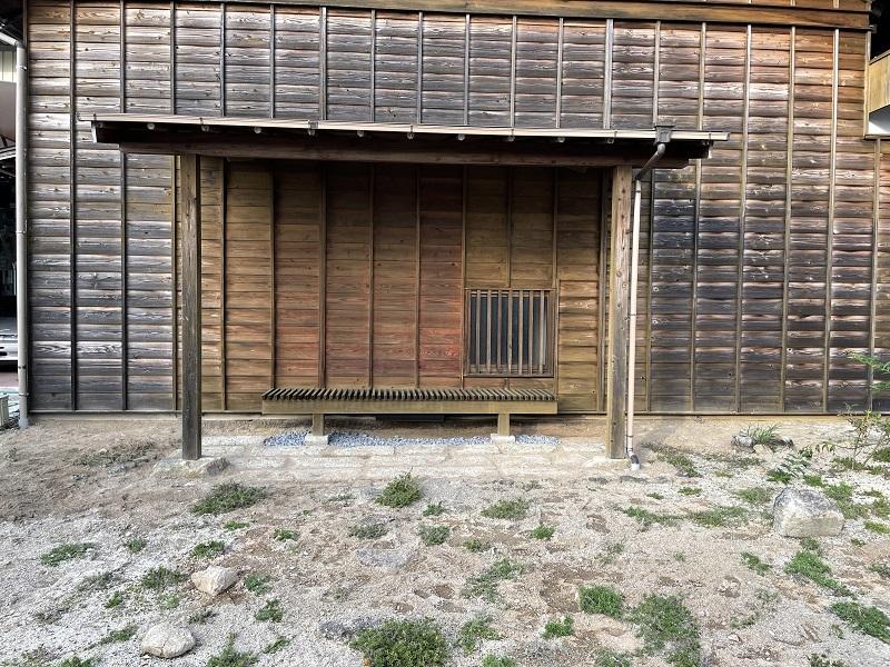 深夜のシフォンケーキと望桜荘の瓦_f0076731_19084450.jpg