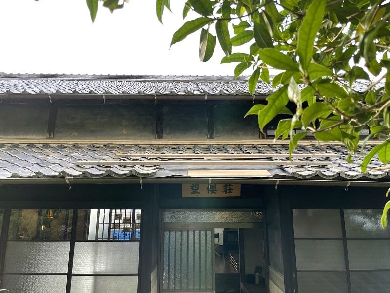 深夜のシフォンケーキと望桜荘の瓦_f0076731_19092436.jpg