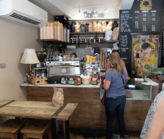 NYU学生街の雰囲気の良いカフェ、Madman Espresso(マッドマン・エスプレッソ)_b0007805_04412976.jpg
