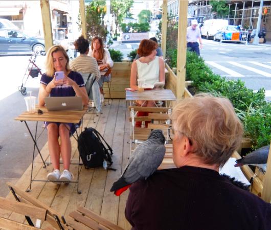 NYU学生街の雰囲気の良いカフェ、Madman Espresso(マッドマン・エスプレッソ)_b0007805_04422260.jpg
