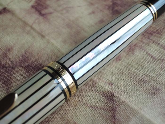 螺鈿限定万年筆 M1000「白光」、撮りました。_e0200879_09390152.jpg