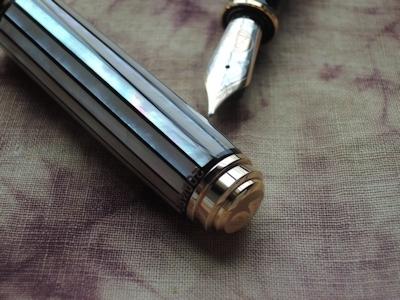 螺鈿限定万年筆 M1000「白光」、撮りました。_e0200879_09391818.jpg