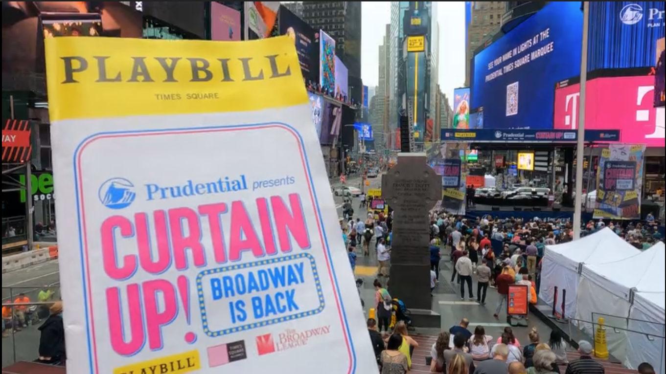 """ブロードウェイ・ミュージカル劇場街復活、野外演劇祭""""Curtain Up!""""から、まずは『アニー』の「トゥモロー」_b0007805_06495610.jpg"""