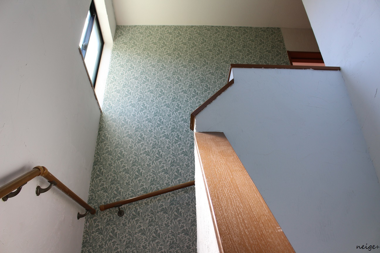 2階の廊下はアクセントクロス仕上げ。家じゅう漆喰計画コンプリート!_f0023333_23072705.jpg