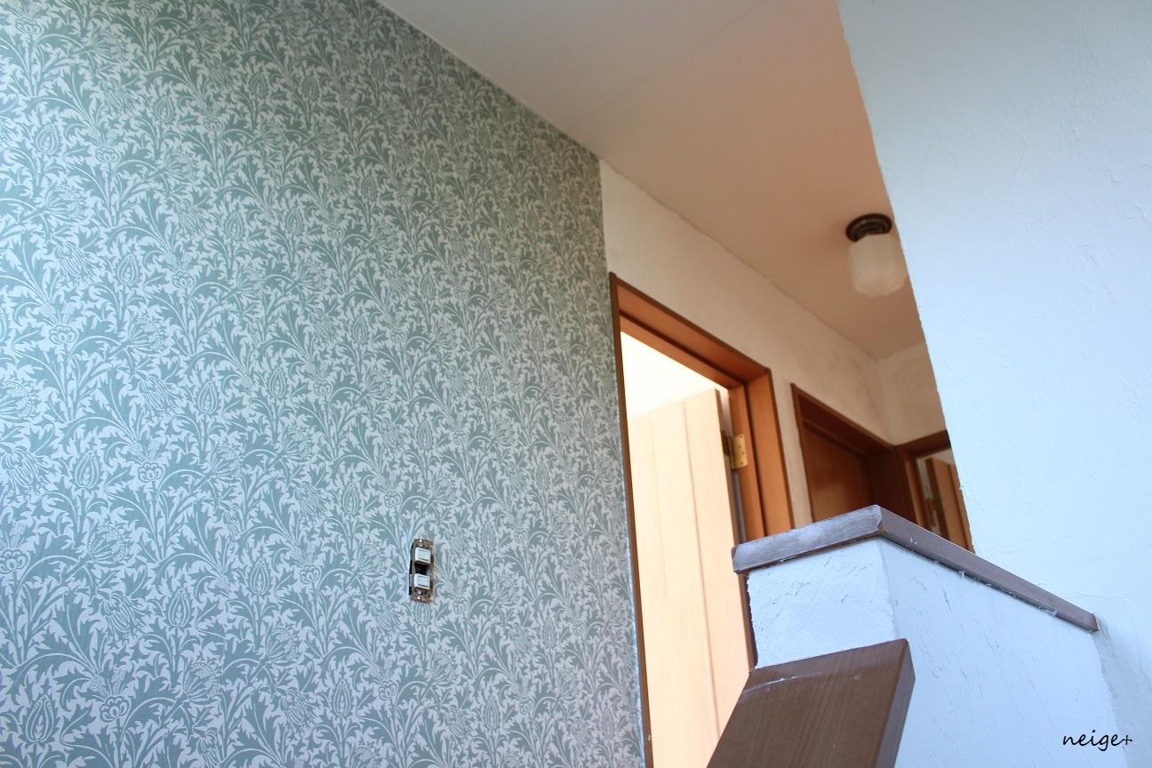 2階の廊下はアクセントクロス仕上げ。家じゅう漆喰計画コンプリート!_f0023333_23262795.jpg