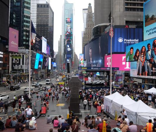 NYタイムズ・スクエアに「おかえりなさいブロードウェイ」(Welcome Back Broadway)看板_b0007805_05184760.jpg